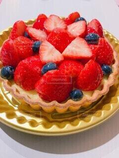 食べ物,飲み物,ケーキ,いちご,果物,タルト,甘い,料理,甘味,ベリー,おいしい,お祝い,フルーツケーキ,出前,誕生日ケーキ,イチゴタルト,ラズベリー,宅配,テイクアウト,イチゴ,デリバリー,お持ち帰り,タルトレット