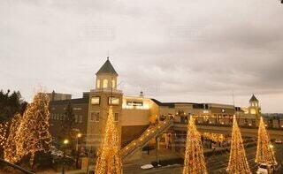 空,建物,冬,木,屋外,夕方,城,イルミネーション,都会,ライトアップ,高層ビル,クリスマス,ツリー,撮影会,アウトレット,協会,ページェント,クリスマス ツリー,冬の東北