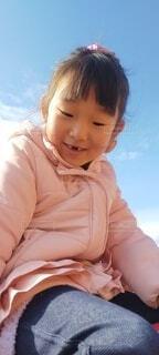 子ども,風景,空,屋外,少女,人物,人,笑顔,幼児,人間の顔