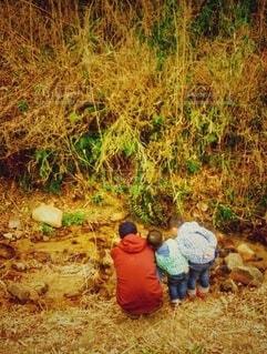 風景,秋,屋外,草,仲良し 兄弟 親子 小川 冬 秋色 お兄ちゃん 弟