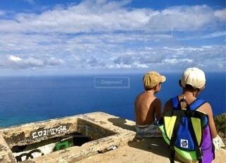 空,屋外,ビーチ,水面,ハワイ ココヘッド 兄弟 日焼け キャップ 快晴 青空