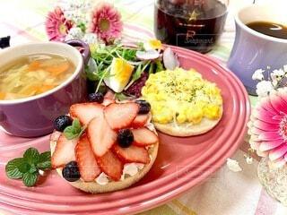 食べ物,食事,朝食,デザート,テーブル,果物,皿,食器,たくさん,料理,おいしい,菓子,イチゴ