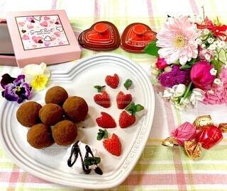 食べ物,スイーツ,花,デザート,テーブル,果物,皿,チョコレート,バレンタイン,おうちカフェ,手作り,菓子,イチゴ