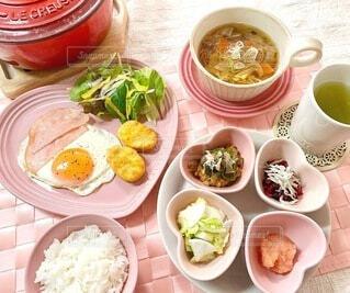 食べ物,朝食,テーブル,皿,食器,サラダ,おかず,料理,朝ごはん,おうちカフェ,ボウル