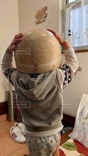 屋内,子供,明るい,ヘルメット,地震,防災,頭