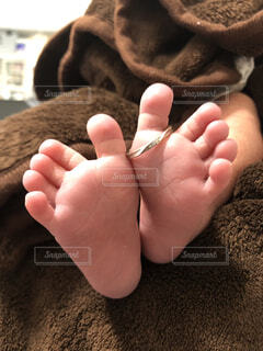屋内,足,裸足,指輪,指,人物,人,赤ちゃん,リング,幼児,新生児,爪,思い出,記念,記念写真,つま先,フィート