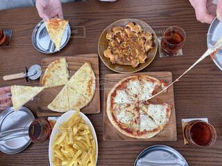 食べ物,風景,家,テーブル,皿,パーティー,木目,ファストフード,スナック,ピザ