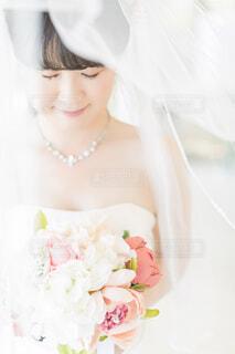 花,アクセサリー,屋内,バラ,結婚式,花嫁,薔薇,人物,人,ウェディングドレス