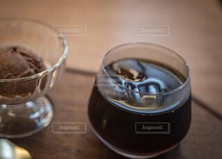 水出しコーヒーにチョコレートアイスクリームとの写真・画像素材[4165458]