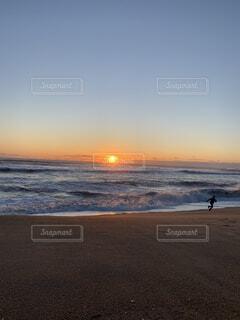 自然,海,空,屋外,太陽,ビーチ,夕暮れ,水面,海岸,お正月,日の出