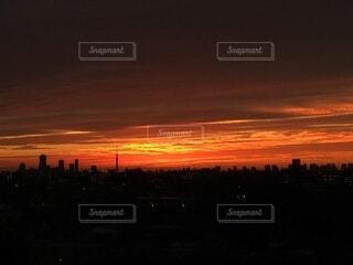 風景,空,ビル,屋外,太陽,雲,夕暮れ,スカイツリー,夕方,高層ビル,日の出,くもり,赤い空