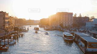 風景,空,夕日,屋外,湖,ボート,夕焼け,船,水面,都市,夕方,観光,旅行,イタリア,ゴンドラ,ヴェネツィア,水上,水上バイク