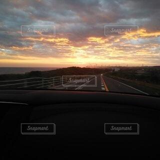 空,雲,夕暮れ,車窓,ドライブ