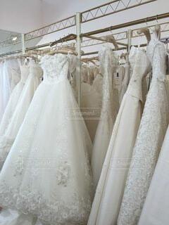 白,結婚式,花嫁,ドレス,レース,ウェディングドレス,結婚,服,幸せ,衣装,白色,ホワイト,アイボリー,ウェディング,選ぶ,試着,運命の一着