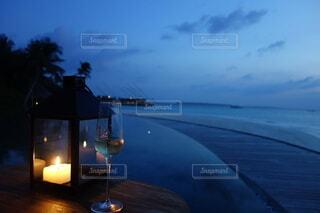 海を眺めながら飲むシャンパンの写真・画像素材[4148849]