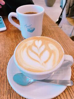 コーヒーカップとラテアートの写真・画像素材[4149095]