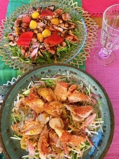 皿に盛ったサラダの写真・画像素材[4169809]