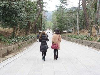 歩道を歩いてる人の写真・画像素材[4213752]