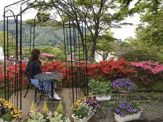 ガーデンと女性の写真・画像素材[4363560]