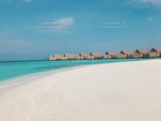 砂浜から見た水上コテージの写真・画像素材[4652811]