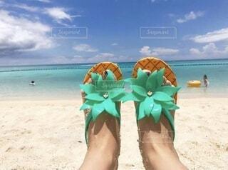 砂浜で撮った足元の写真・画像素材[4677199]