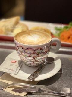 コーヒー,屋内,テーブル,マグカップ,食器,カップ,紅茶,飲料,食器類,コーヒー カップ,受け皿