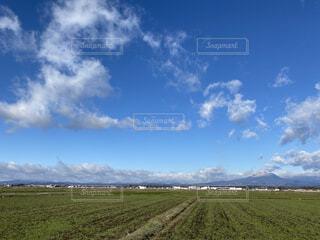 自然,風景,空,冬,雪,屋外,草原,雲,田舎,山,景色,草,新緑,高原,くもり,田園風景,草木,冬空,ちぎれ曇