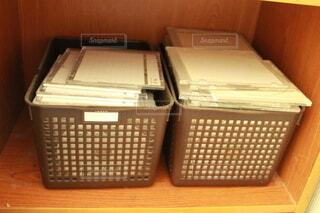 無造作に積み上げたディスクの写真・画像素材[4183700]