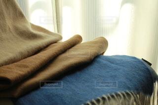 ファッション,春,冬,屋内,温かい,マフラー,日光,小物,布,ブルー,ベージュ,ブラウン,あったかい,ぬくもり,アイボリー,あったか,ブランケット,ストール,ファブリック