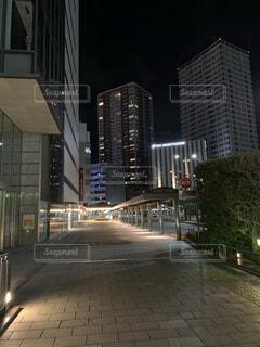空,建物,夜,屋外,都市,都会,道,高層ビル,明るい,通り,ダウンタウン,アーキテクチャ