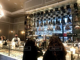 カフェ,風景,建物,コーヒー,屋内,人物,人,レストラン,エスプレッソ,天井,イタリア,高級,チョコ,テキスト,バール