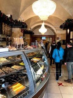 食べ物,カフェ,風景,コーヒー,屋内,人物,人,市場,レストラン,エスプレッソ,イタリア,履物,バール,クリスマス ツリー