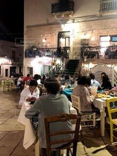 食べ物,風景,夜,ディナー,屋内,観光,椅子,テーブル,人物,人,家具,レストラン,イタリア,プーリア