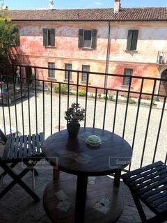 夏,屋外,窓,ベンチ,家,椅子,テーブル,植木鉢,ワイン,レストラン,ホテル,観葉植物,イタリア,休日,ポーチ,草木,ワイナリー,コーヒー テーブル