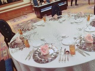 屋内,テーブル,皿,食器,家具,テーブルクロス,テキスト