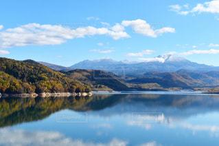 秋の忠別湖の写真・画像素材[1864275]