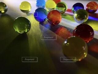 カラフルなビー玉の神秘の写真・画像素材[4149702]