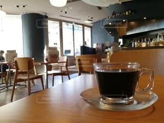 カフェ,インテリア,コーヒー,屋内,窓,椅子,テーブル,床,食器,グラス,家具,レストラン,天井,ドリンク,コーヒー カップ,コーヒー テーブル