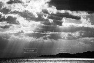 自然,風景,空,屋外,雲,白黒,天使の梯子,空模様