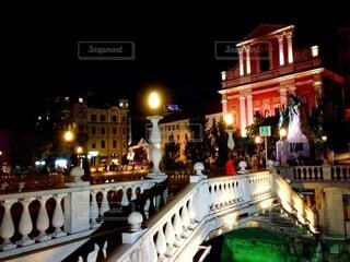 スロベニアの種とリュブリャナの夜の風景の写真・画像素材[4178056]