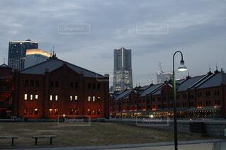 空,建物,屋外,雲,タワー,都会,高層ビル,街路灯