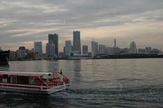 空,屋外,湖,雲,ボート,船,水面,高層ビル,車両,水上バイク