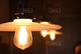 暖かい照明の写真・画像素材[4161245]