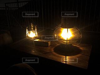 夜,ランタン,テーブル,キャンドル,ランプ,癒し,キャンプ,火,明るい,点灯,安らぎ