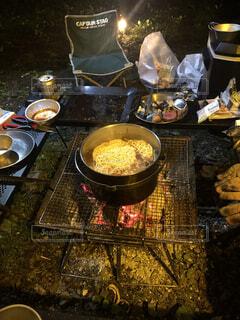 キャンプの締めのラーメンの写真・画像素材[4256098]