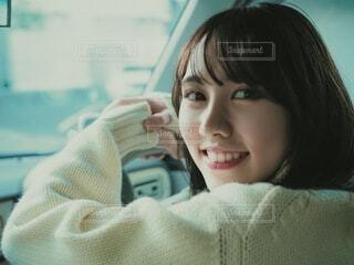 運転中の女性の写真・画像素材[4164744]
