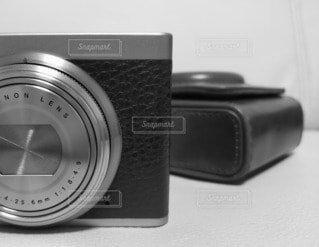 カメラ,屋内,白黒,古い,モノトーン,デジタルカメラ,時代,銀塩,コンパクトカメラ,エレクトロニクス,カメラカバー,レザーケース