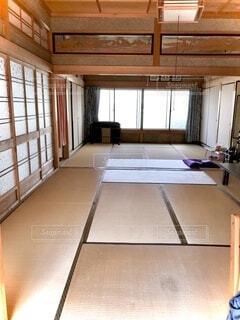 建物,インテリア,屋内,部屋,窓,家,床,家具,和室,畳,昭和,床の間,日本間,床板,鴨居,仏間,畳の間