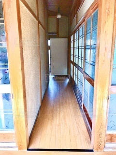 建物,屋内,階段,部屋,窓,廊下,家,ドア,柱,和室,昭和,フローリング,仏間