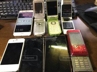 屋内,赤,白,黄色,スマホ,スマートフォン,iphone,たくさん,電話,ガジェット,コンピューター,SONY,携帯電話,ガラケー,Xperia,エレクトロニクス,開ける,電子機器,通信機器,スクリーン ショット,歴代,スマート フォン,携帯通信機器